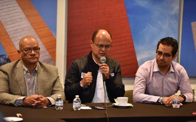 Alfredo Oropeza presume que se mantiene arriba en las encuestas