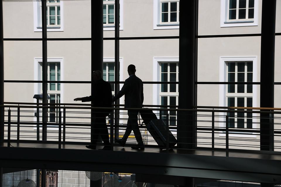 Viajeros de negocios gastan hasta 53% más que los de placer