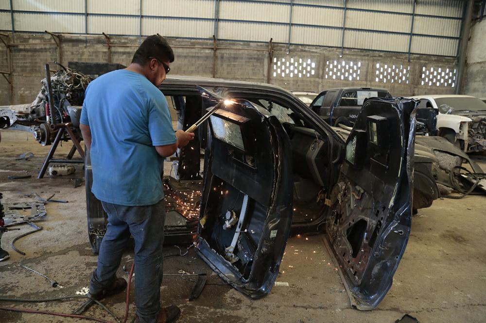 Procuraduría destruye 25 autos con blindaje artesanal en Tamaulipas