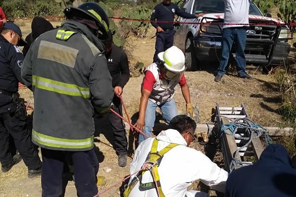 Hallan cuerpos putrefactos en fosa de Puebla