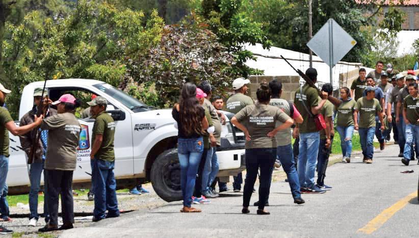 Arman tres municipios autodefensa