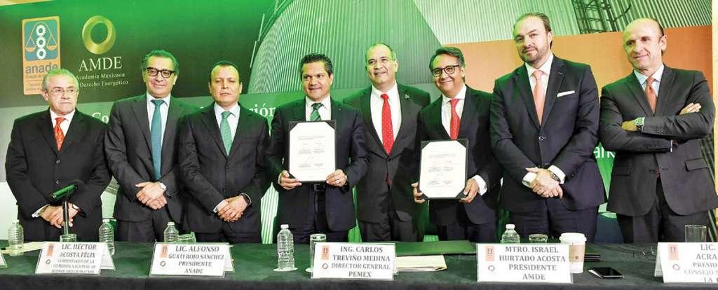 FORTALEZA. Carlos Treviño, titular de Petróleos Mexicanos (Pemex), en la firma del convenio de colaboración con abogados de la Anade y la Academia Mexicana de Derecho Energético (AMDE).