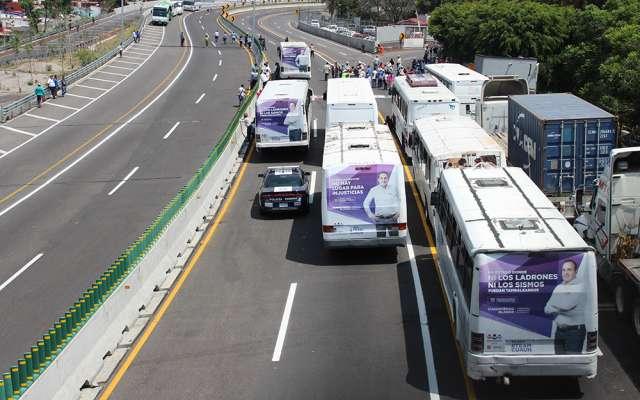 Antorchistas bloquearon por 6 horas el Paso Exprés