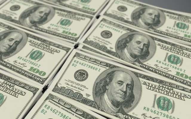 Dólar alcanza 20.49 pesos a la venta en bancos de la Ciudad de México