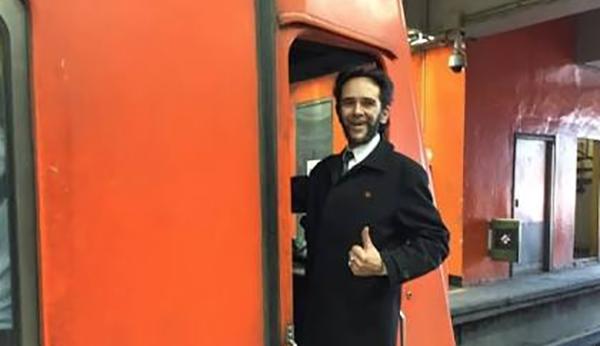 """Conoce a """"El Wolverine"""", el conductor más famoso del Metro de CDMX"""