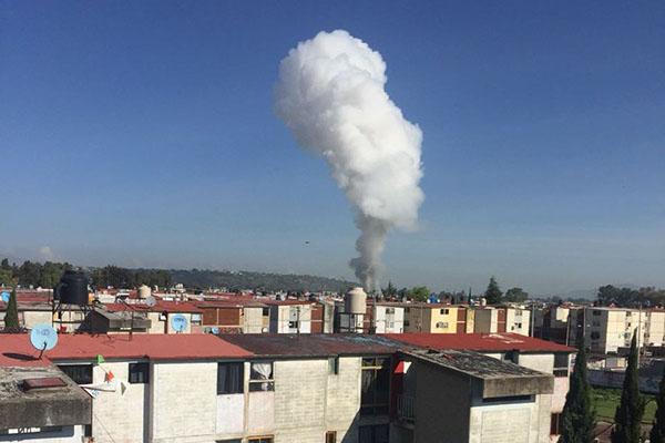 Reportan explosión de polvorín en Tultepec