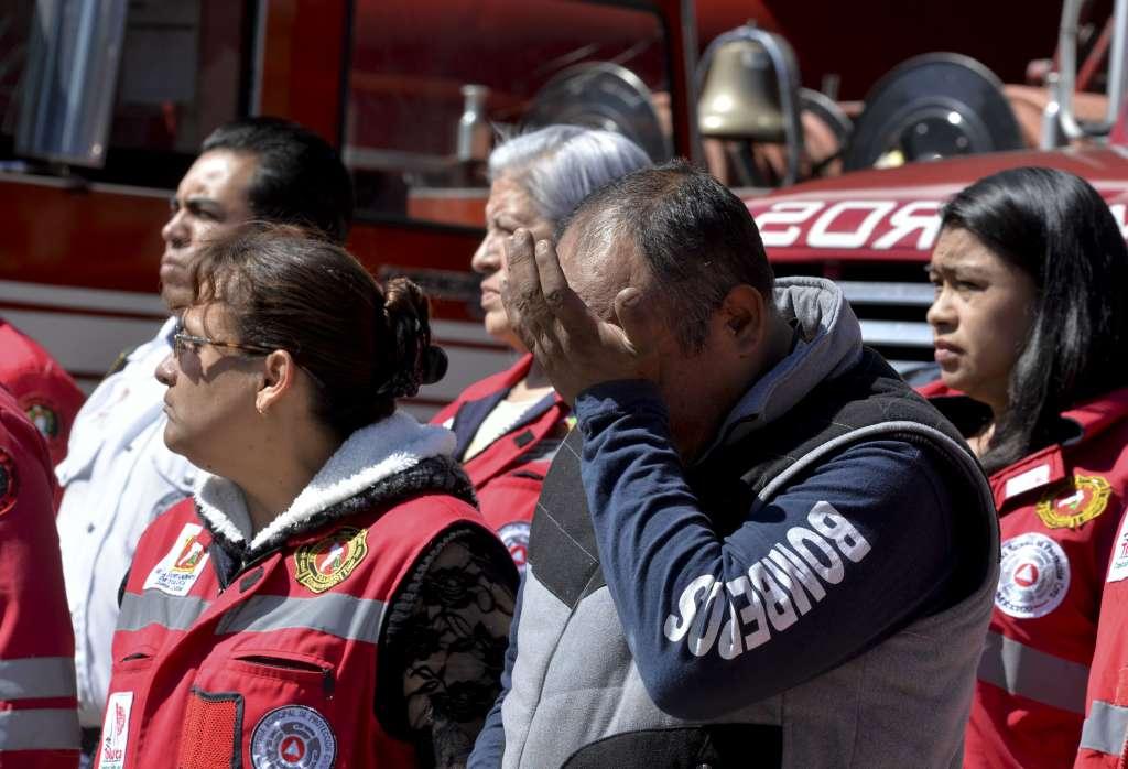 Bomberos rinden tributo a vulcanos caídos en explosión de Tultepec