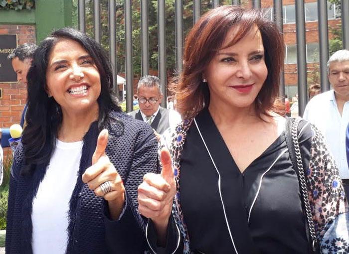 Barrales emite su voto en Lomas de Chapultepec