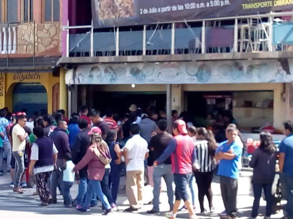 Tras triunfo de AMLO, ¡regalan tacos en Tlaxcala!