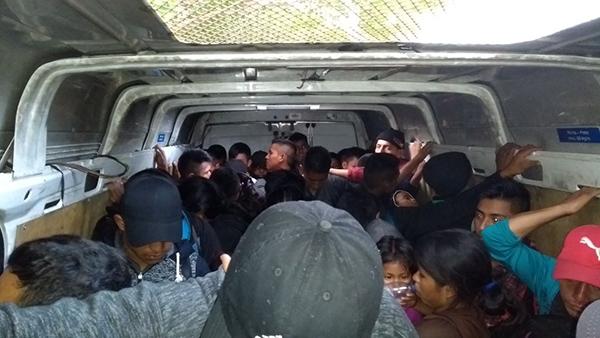 Policía de Tabasco rescata a 53 migrantes que fueron abandonados