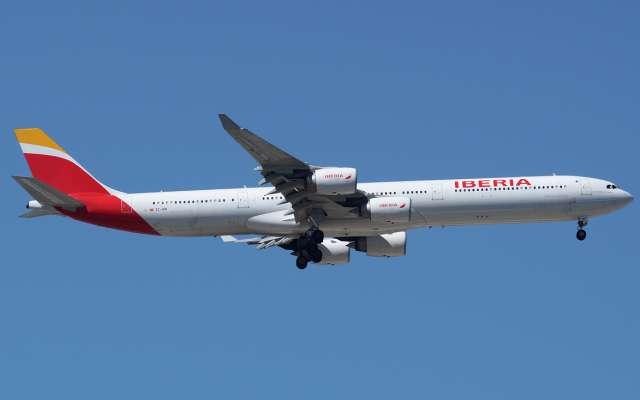 Vuelo de Iberia realiza maniobra de emergencia de aterrizaje en AICM