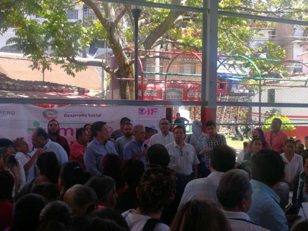 En Guerrero, entregan apoyos a damnificados del sismo del 19S