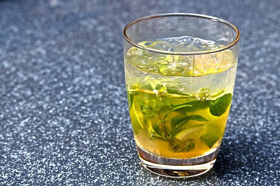Reinventa la forma en que tomas té con estos 5 cócteles