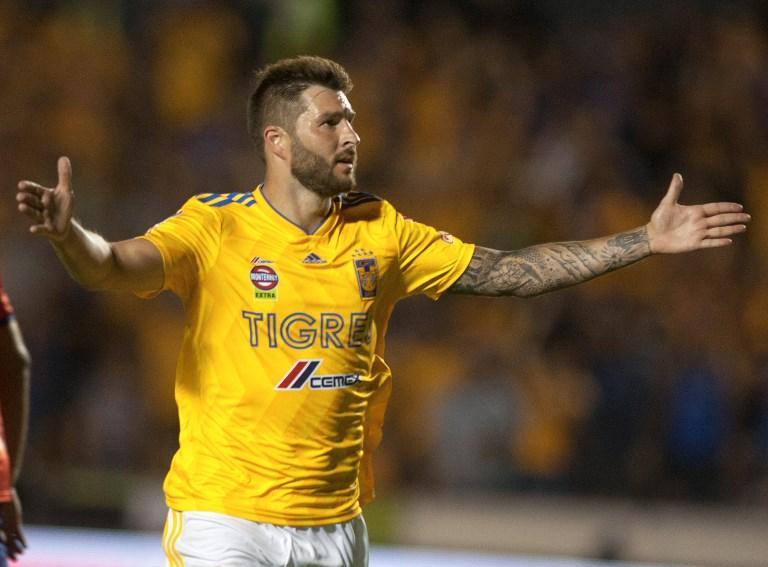 El francés André-Pierre Gignac se aupó en el liderato del goleo individual del fútbol mexicano PHOTO / Julio Cesar AGUILAR