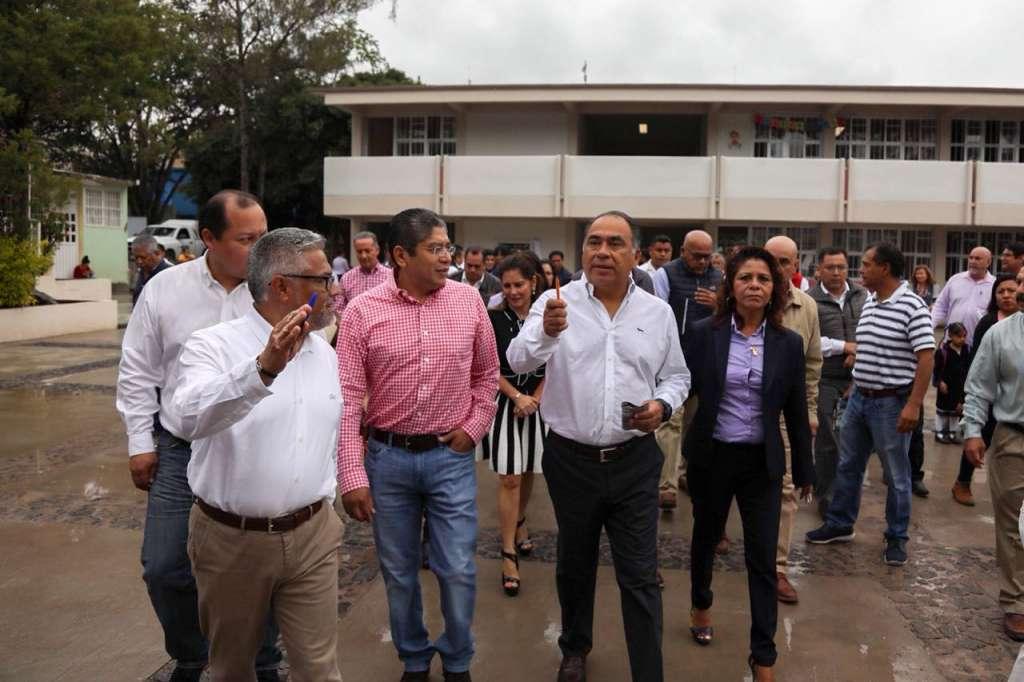 El mandatario estatal entregó hoy, en la colonia Jardines del Sur de Chilpancingo, dos nuevos edificios con una inversión de 10 millones de pesos (Foto: Especial)