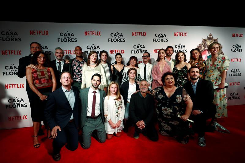 El elenco principal de la nueva producción de Netflix. Foto: EFE
