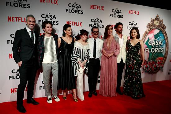 El elenco principal de la nueva producción de Netflix, dirigida por Manolo Caro. Foto: EFE