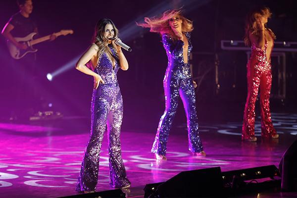 Entre los momentos más prendidos del concierto estuvieron los duetos de JNS y OV7. FOTO: CUARTOSCURO