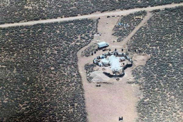 La operación apuntó inicialmente a rescatar a un niño secuestrado tres años atrás, según la oficina del alguacil del condado de Taos, en Nuevo México. FOTO: EFE