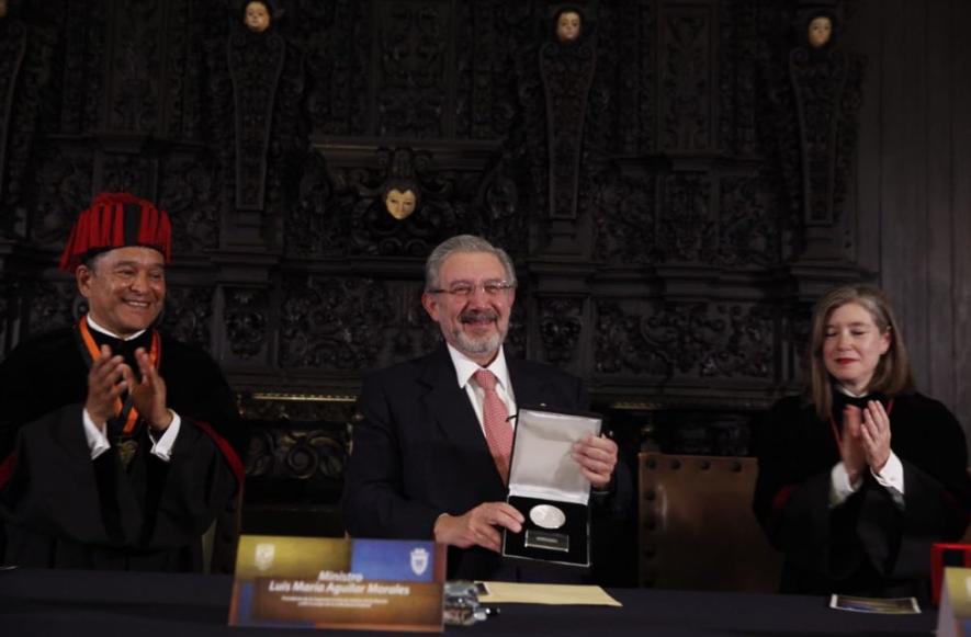 El ministro expresó su gratitud al rector de la máxima casa de estudios del país, Enrique Graue. FOTO: @SCJN