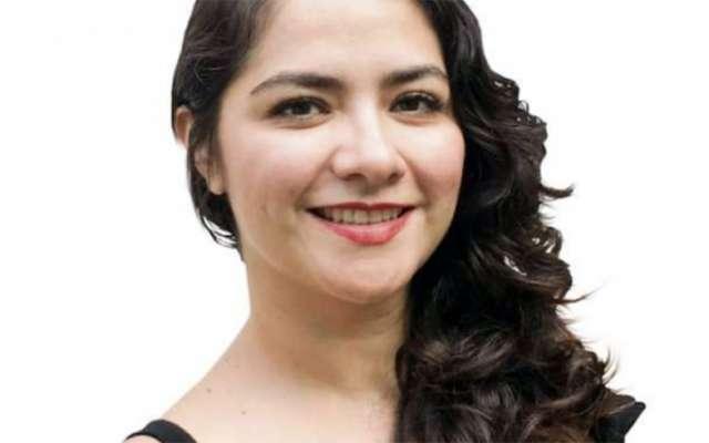 Claudia Góngora: Ayuda fuera de reflectores