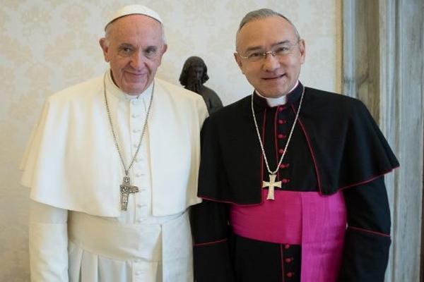 El sacerdote venezolano y exfuncionario de la nunciatura apostólica en México será el sustituto de la Secretaría de Estado de la Santa Sede.  FOTO: ESPECIAL