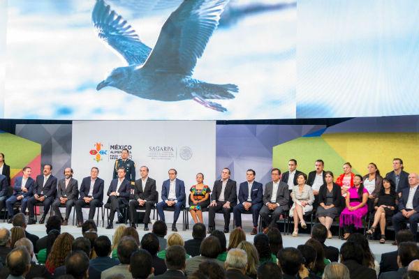 En su discurso inaugural de la Expo Alimentaria 2018, dio a conocer que en 2017 se produjeron 30 millones de toneladas de alimentos más que las que se producían en 2012. FOTO: PRESIDENCIA
