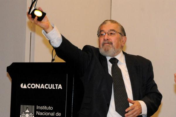 Murió el escritor Huberto Batis a los 83 años, a causa de una fibrosis pulmonar que padecía desde hace años. El periodista cultural dirigió el suplemento