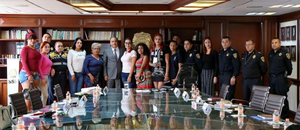 El Secretario de seguridad pública de la Ciudad de México, Raymundo Collins, se reunió con representantes de asociaciones civiles de la comunidad LGBTTTI