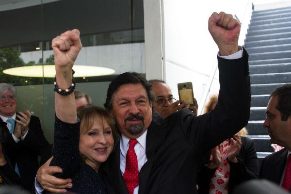 El dirigente minero es acompañado de líderes sindicales de otros países en conferencia de prensa. FOTO: CUARTOSCURO