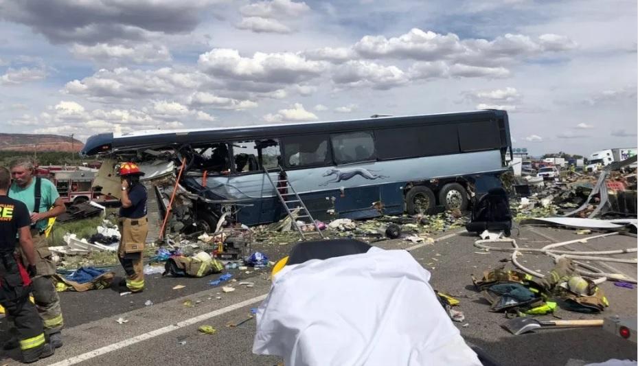 En el autobús viajaba de Albuquerque a Phoenix, con 47 pasajeros a bordo, cuando se accidentó (Foto: @wyffnews4)