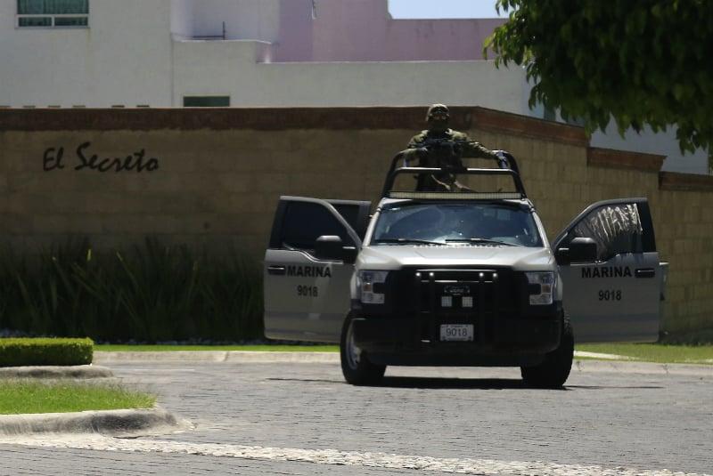 en 24 operativos, se aseguraron 45 vehículos, cuatro presuntos delincuentes fueron puestos a disposición de la autoridad y dos tomas clandestinas fueron selladas