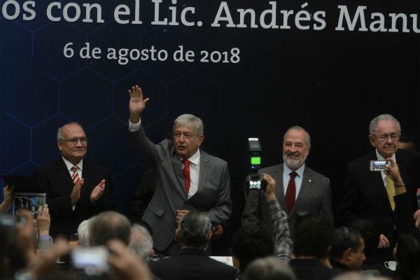 En el encuentro están el próximo titular de la Secretaría de Comunicaciones y Transportes,Javier Jiménez Espriú, así como representantes de diversas organizaciones de ingenieros en México. FOTO: NOTIMEX