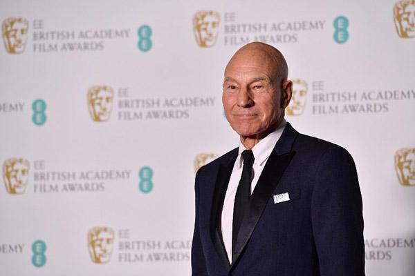 El actor británico, de 78 años, dijo que volverá a representar el icónico papel del capital de la nave Enterprise. FOTO: AFP