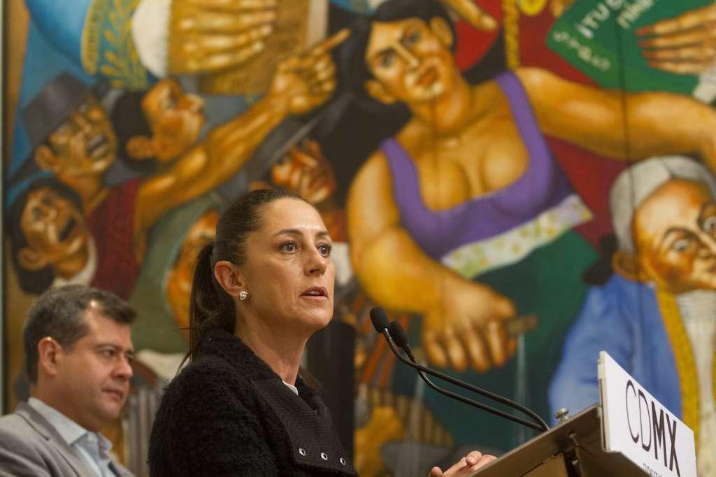 Claudia Sheinbaum, jefa de Gobierno electa de la Ciudad de México, y José Ramón Amieva, jefe de Gobierno, ofrecieron un mensaje a medios conjunto. FOTO: ISAAC ESQUIVEL /CUARTOSCURO.COM
