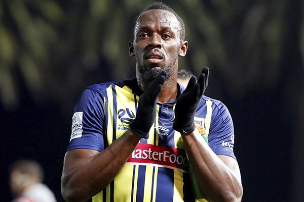 El exatleta jamaicano debutó como futbolista profesional. FOTO: REUTERS