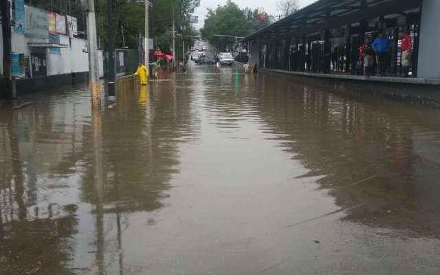 Seis estaciones del Metrobús son interrumpidas por la lluvia. FOTO: Manuel Durán.