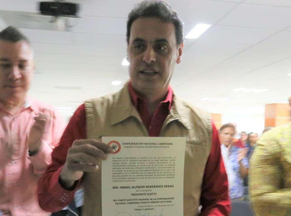 Entregan constancia de presidente electo de la CNC a Ismael Hernández Deras FOTO: Especial