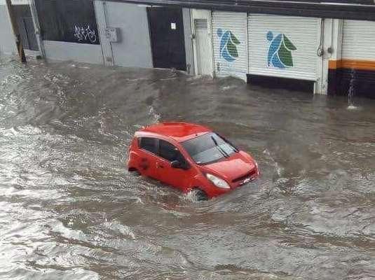 Lluvia provoca inundaciones en Tepic