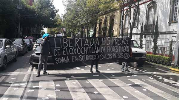 Las protestas continúan afuera de la casa de transición de Andrés Manuel López Obrador. FOTO: JUAN LUIS RAMOS