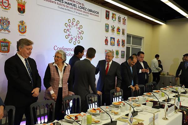 AMLO y los gobernadores se reunieron este lunes al sur de la ciudad. FOTO: ESPECIAL