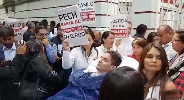 Roberto González, joven que sufre cuadriplejia, pide justicia a AMLO