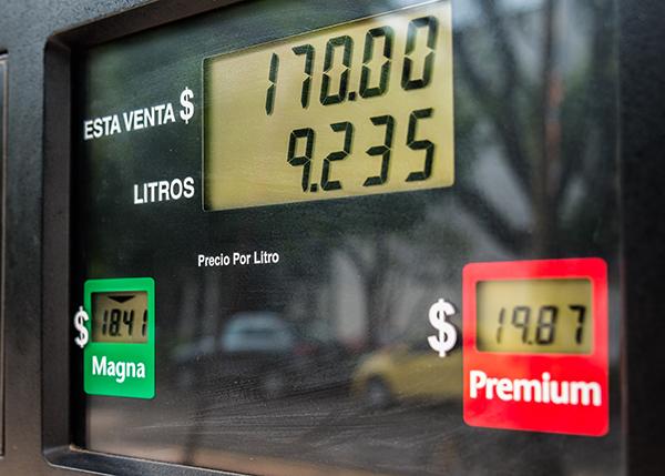 Profeco inspecciona gasolineras en Puebla. FOTO: CUARTOSCURO