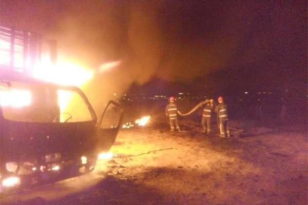De acuerdo con el reporte de la Secretaría de Seguridad Pública municipal, alrededor de las 03:30 horas se reportó un incendio en una toma clandestina