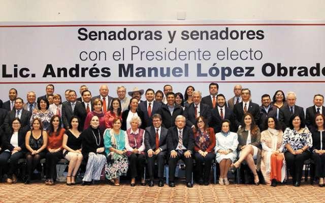 Con la ausencia de ocho senadores electos, López Obrador participó en el proyecto de agenda legislativa del partido. (Foto: Especial)