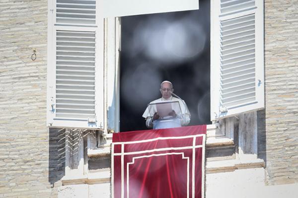 Su segundo día en Irlanda comenzará con una visita al santuario de Knock. FOTO: AFP