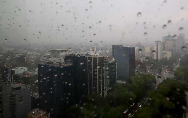 En al menos 10 delegaciones de la capital hay alerta amarillapor aproximación de zona de tormenta. Foto: Víctor  Gahbler / Heraldo de México