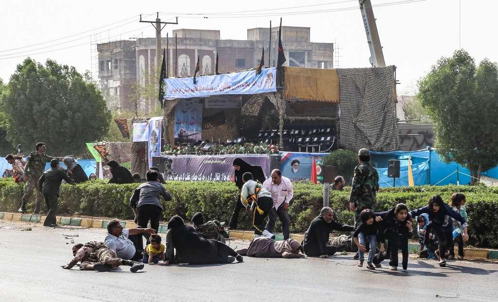 TRAGEDIA. Irán celebraba desfiles para conmemorar la guerra con Irak, cuando ocurrió el ataque. Foto: AFP