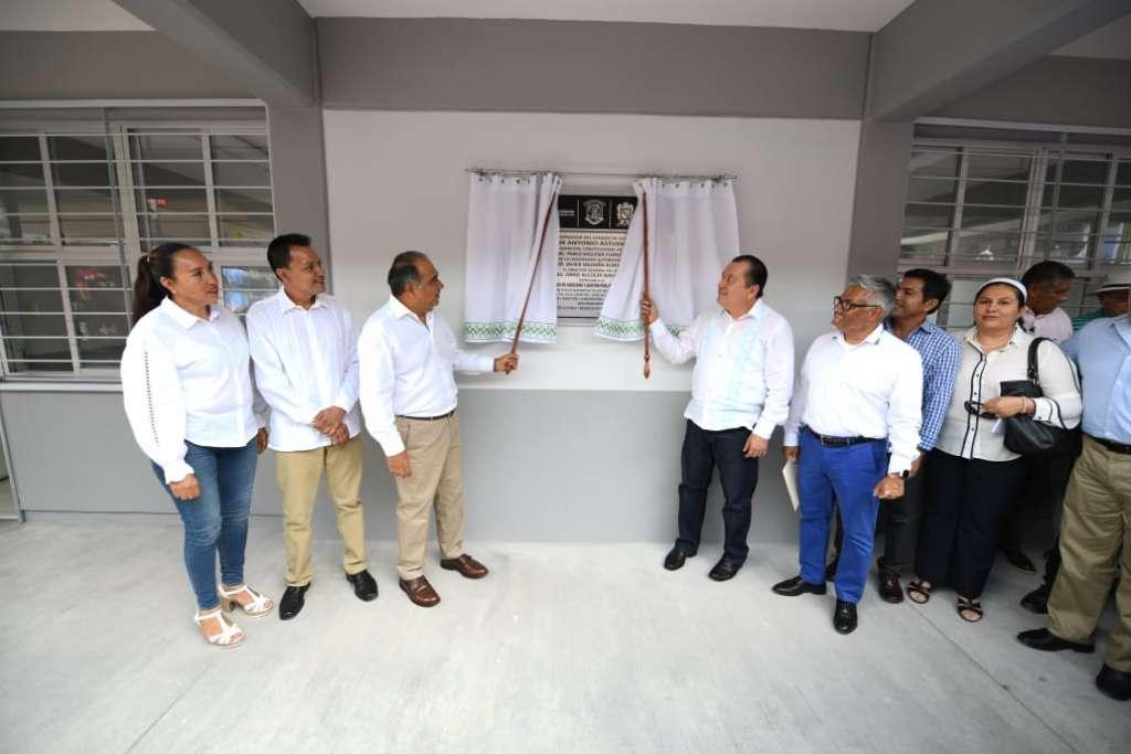 Héctor Astudillo Flores inauguró el edificio de la Unidad Académica de Licenciatura en Gobierno y Gestión Pública en el campus Zumpango. Foto: Especial.