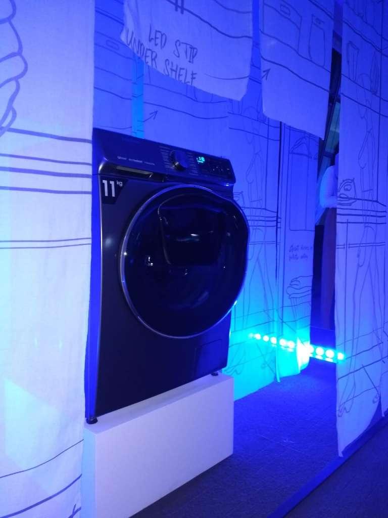 Además, presentó una  lavadora que se puede activar desde el trabajo. FOTO: ESPECIAL